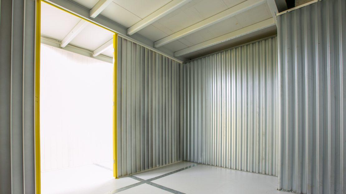 Внутри склада для хранения ИНБОКС