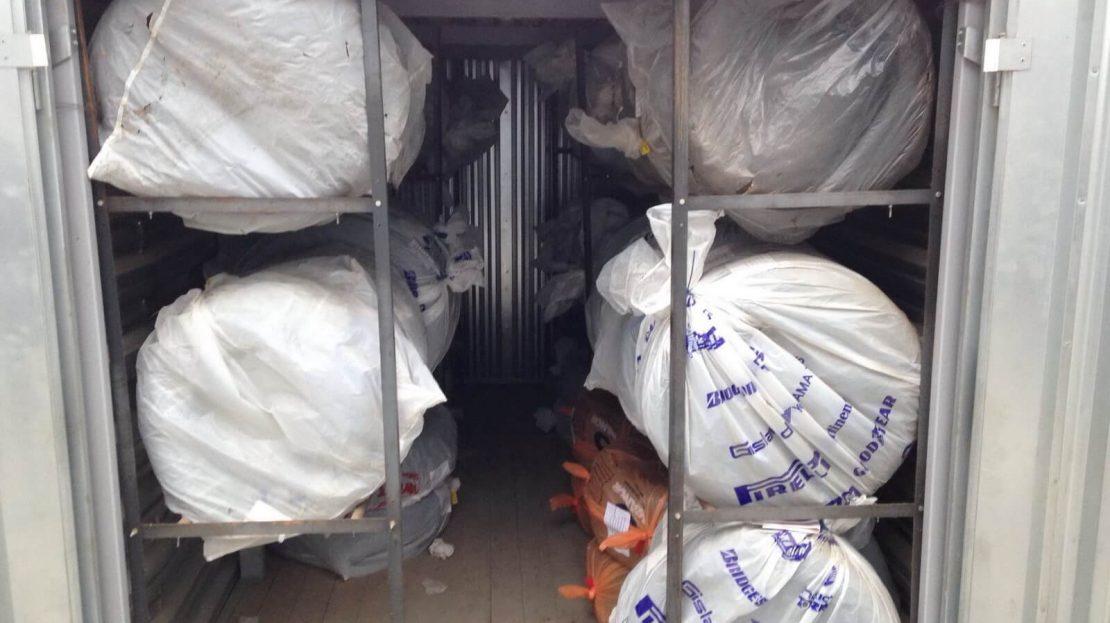 Хранение шин в контейнере Мобиус